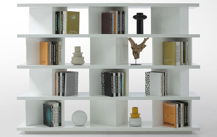 تصویر قفسه کتاب چوبی