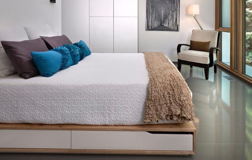 تصویر فضای زیر تخت در دیزاین اتاق خواب کوچک