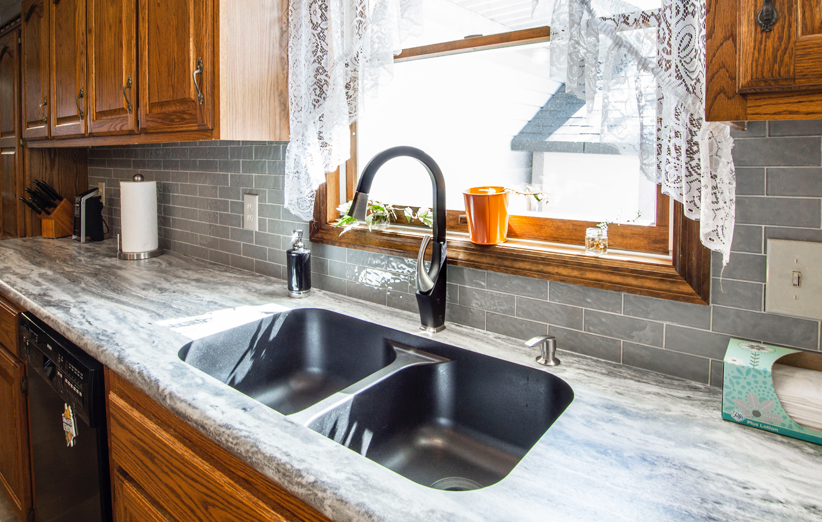 سینک در آشپزخانه کوچک