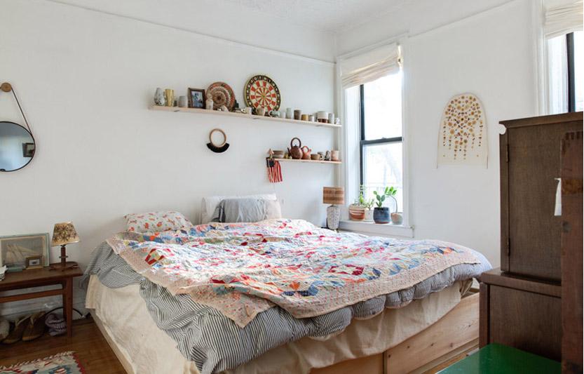 شلف بالای تخت خواب
